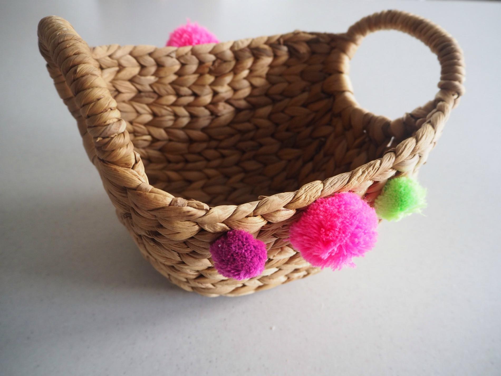 DIY Pom pom gift basket