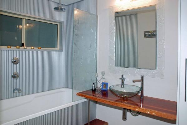 Main bathroom with tin metal