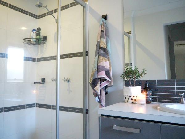 stylish bathroom accessories