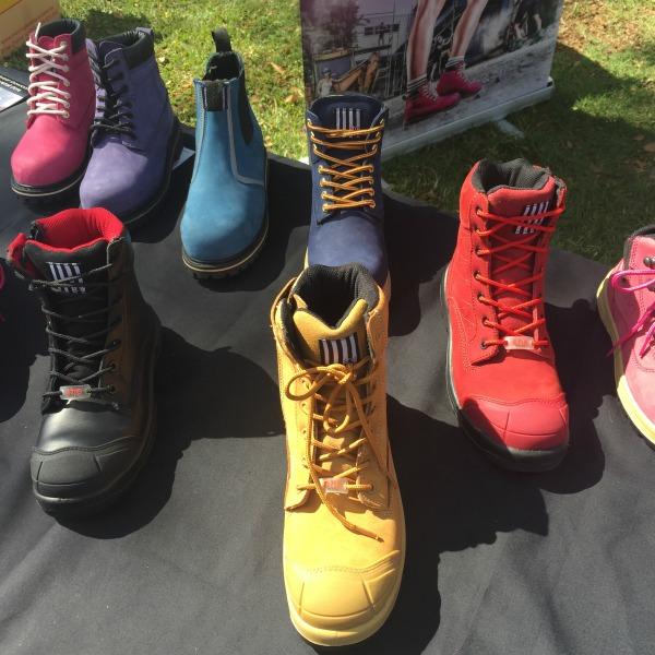 she wear boots