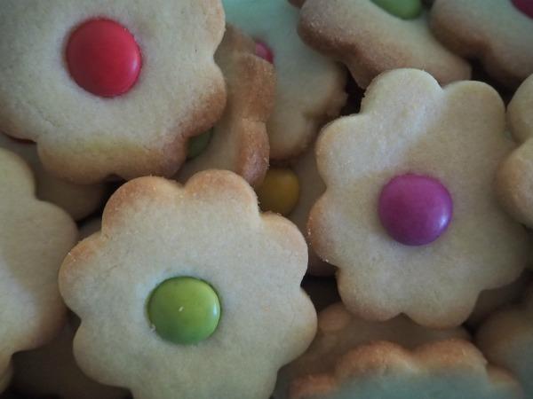 flower biscuits