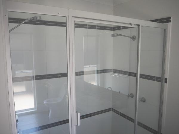 clean shower screens using ekoWorx