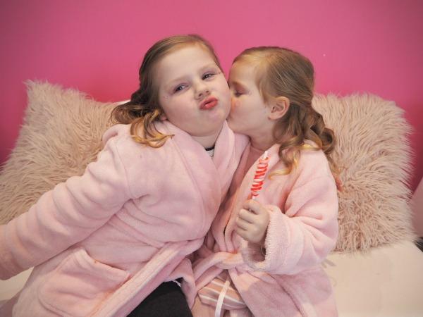 sisters kiss
