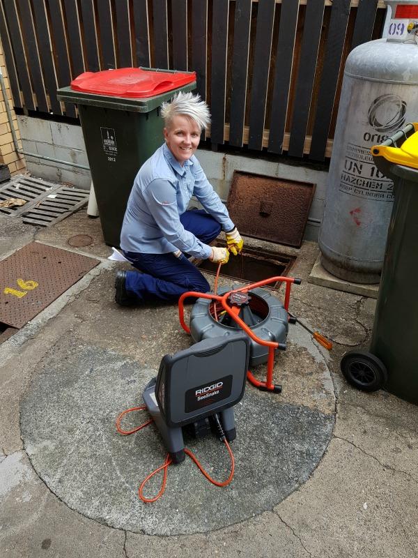 Carlie Low female plumber in qld