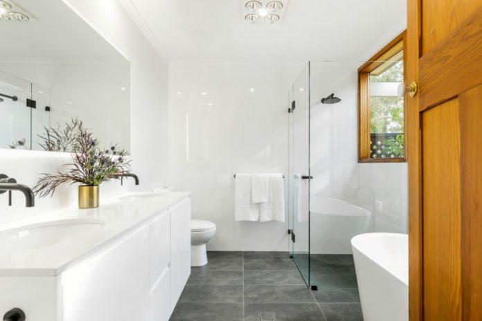 Bathroom colour schemes that won't date