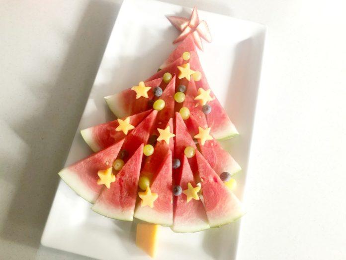 an easy christmas tree fruit platter