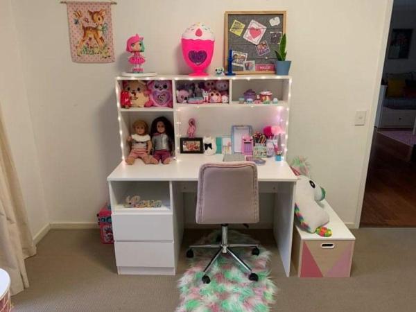 Kids desk in white with storage